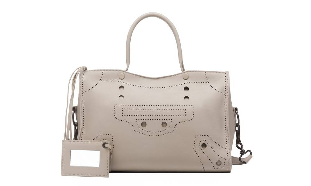 "Balenciaga米白色""BLACK OUT City S手袋 (W38 × H18×D12cm )$20,200/Balenciaga 中環置地廣場204-205號鋪 3428 8086"