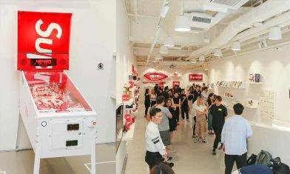 Supreme收藏品拍賣會暨展覽明日開催 即場朝聖激罕Supreme波子機|新蚊潮流|