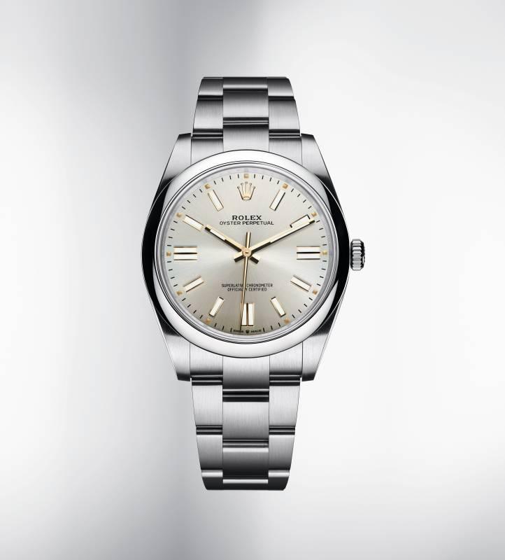 搭配18ct黃金鐘點標記及指針,設計帶復古風格