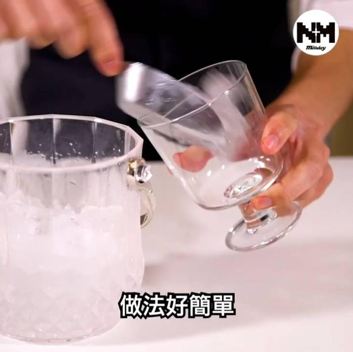 加冰放入杯度備用