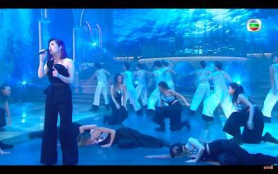 無綫俾足面千嬅,派出近廿位dancers伴舞。