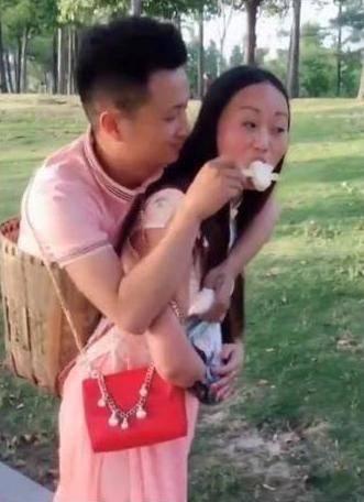 【內地網紅】冇腳男表演劈腿 疑拋棄賢妻戀富家女大學生