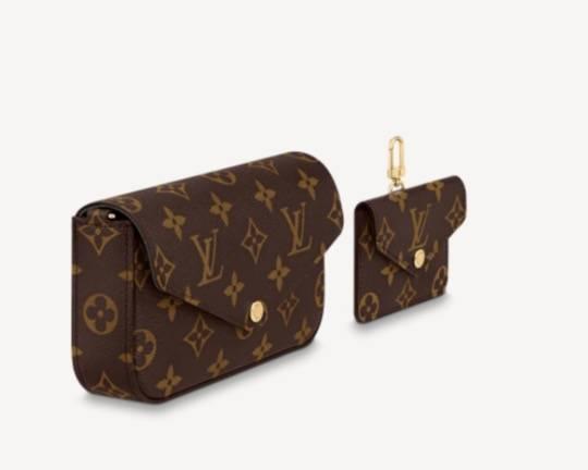 分別有一個main pouch及card holder