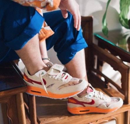 鞋身加入半透明設計(對鞋好易起霧,要著襪)