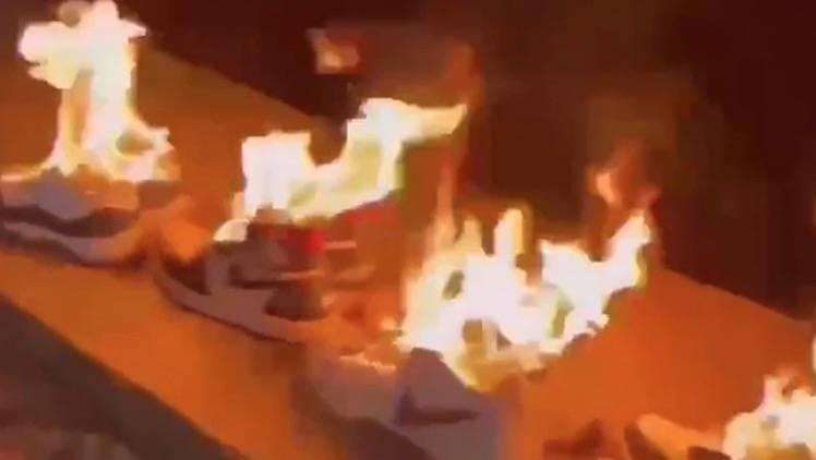 有大陸網友自拍火燒Nike波鞋作抵制Nike