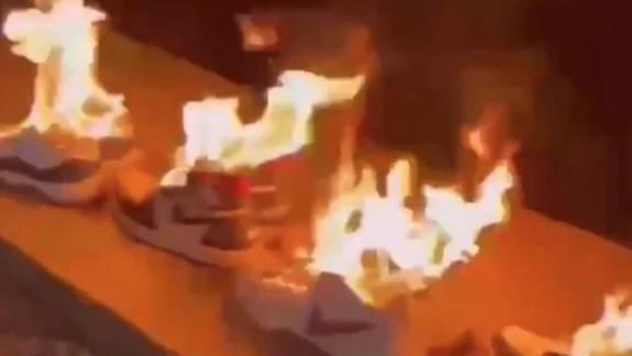 中國網友以行動去表示抵制,尋日更以火燒Nike波鞋作表態