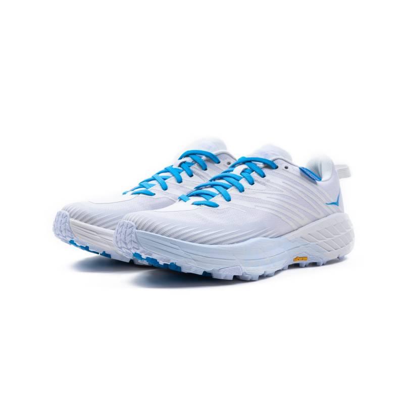 鞋款備有極緻抓地性及緩震效能