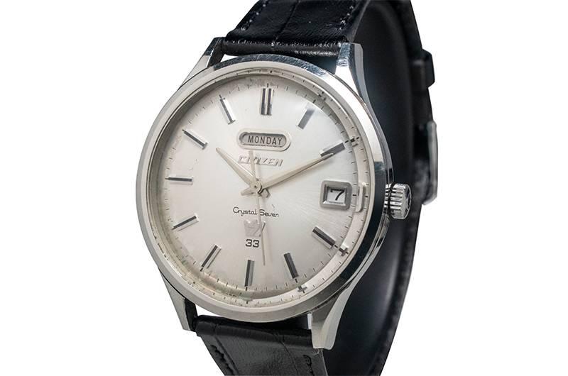 1965年誕生嘅Crystal Seven,係當時以配備星期及日期顯示的全球最薄自動機械腕錶。