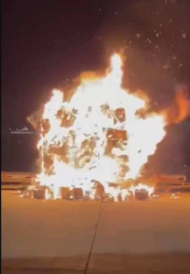 【手機起火】今晨國產手機於停機坪起火。