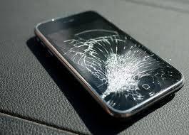 【手機螢幕保護貼】手機玻璃保護貼裂開但無阻運作內地女懶換 碎片終插進手指骨變神經瘤