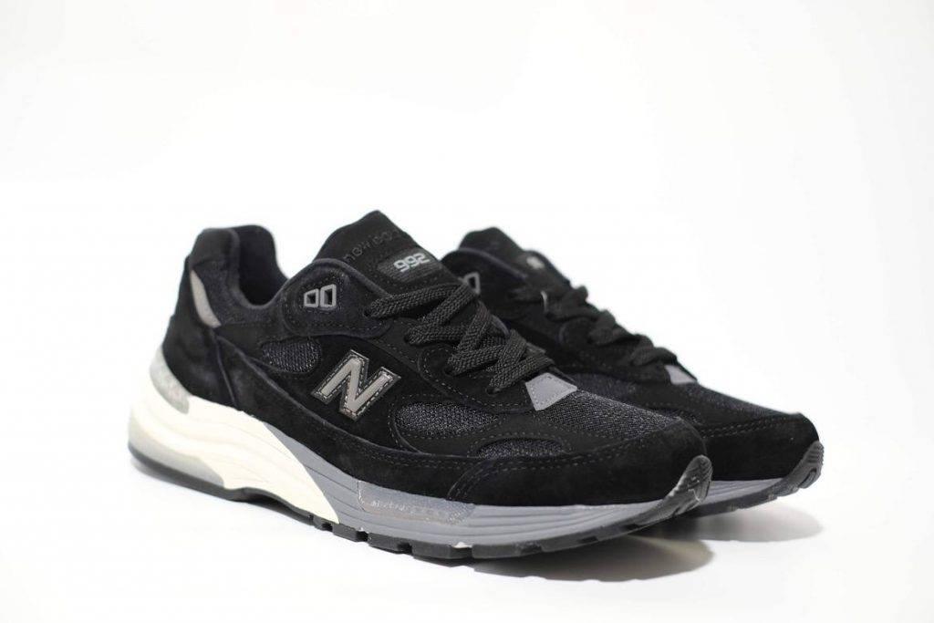 New Balance M992BL(圖片來源:Husky Sneaker)