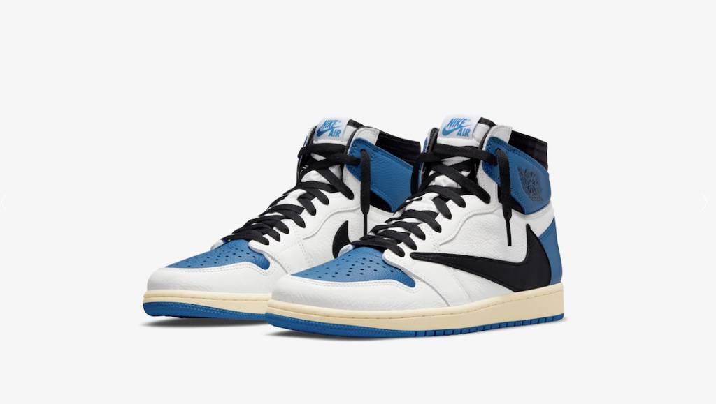這對Nike Air Jordan 1是與美國饒舌歌手Travis Scott、亞洲潮流教父藤原浩三方聯名的限量款式,鞋身用藍、白兩色的荔枝皮構成(圖片來源:END.)