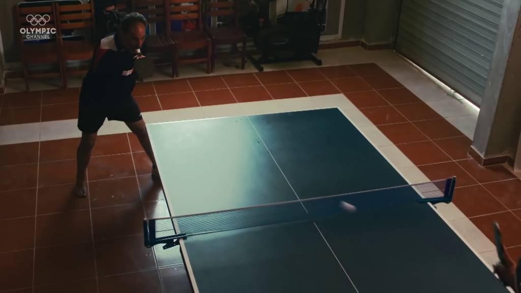48歲高齡參戰!埃及無臂球手、口足並用打乒乓!哈馬托身殘志不殘、苦練一招獨步天下