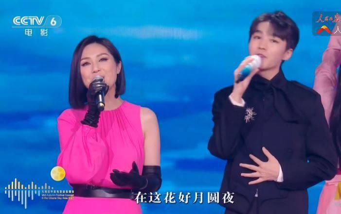 楊千嬅是否假唱,網民反應兩極,有的指她唱live,有的則指她只是夾啱嘴型。(圖片來源:微博截圖)