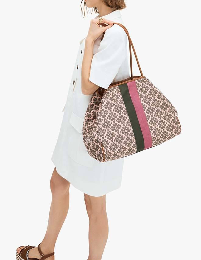 將Everything Tote Bag配搭shirt dress或one piece,率性自在。