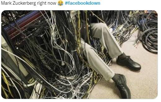 網友笑稱,朱克伯格搶修被大量電線纏身。(圖片來源:twitter)